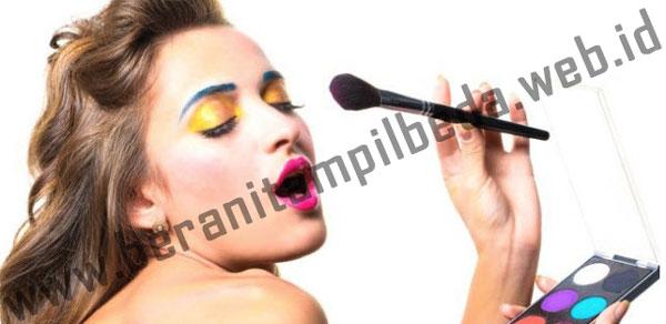 Make Up Unik yang Membuatmu Nampak Berbeda